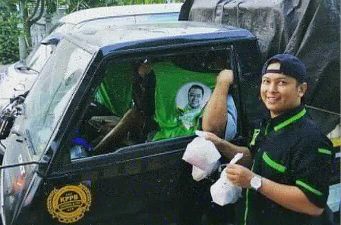 Pimpinan Cabang GPK Kulon Progo Bersama Sahabat Romahurmuziy Berbagi Takjil di Jalanan
